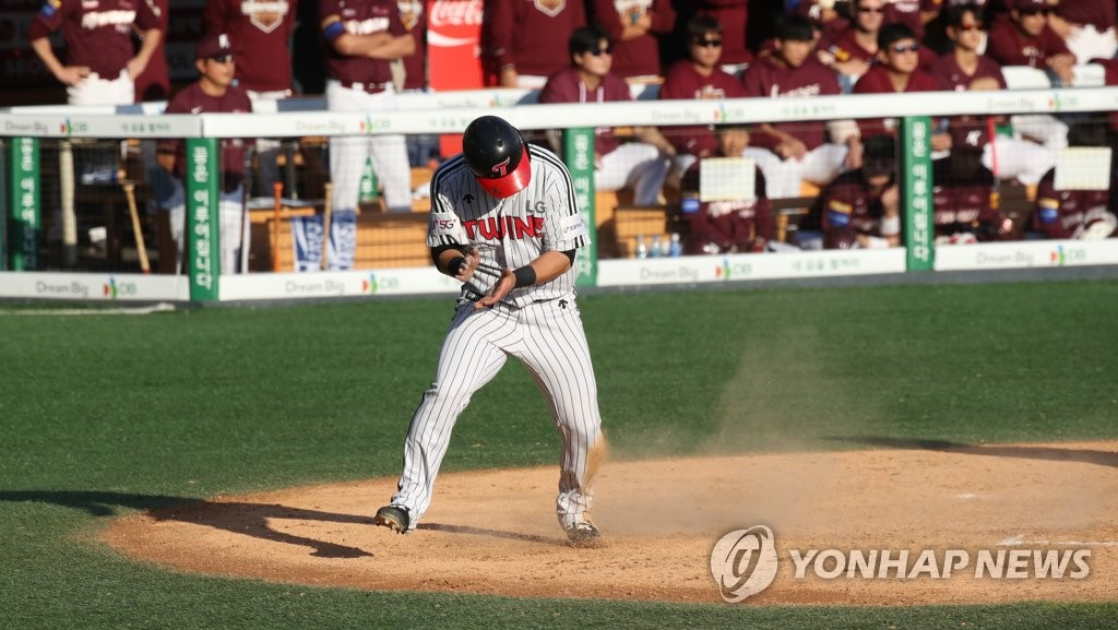 Jung Ju-hyeon of the LG Twins celebrates after scoring a run against the Kiwoom Heroes in the bottom of the seventh inning during Game 3 of their first-round playoff series in the Korea Baseball Organization at Jamsil Stadium in Seoul on Oct. 9, 2019. (Yonhap)