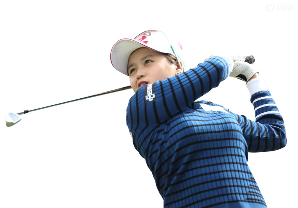 In this photo provided by the Korea LPGA (KLPGA), Choi Hye-jin of South Korea watches her tee shot on the third hole during the second round of the KB Financial Group Star Championship on the KLPGA Tour at Blackstone Icheon Golf Club in Icheon, 80 kilometers south of Seoul, on Oct. 18, 2019. (PHOTO NOT FOR SALE) (Yonhap)