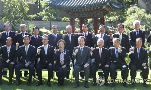 PM meets Korean residents in Japan