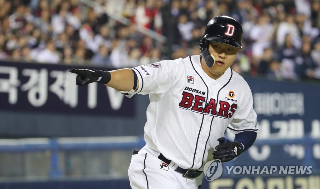 Oh Jae-il of the Doosan Bears celebrates his two-run home run against the Kiwoom Heroes in the bottom of the fourth inning of Game 2 of the Korean Series at Jamsil Stadium in Seoul on Oct. 23, 2019. (Yonhap)