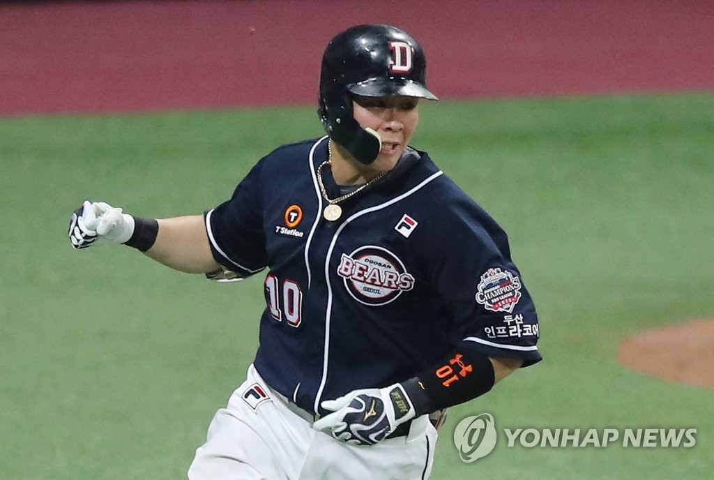 Park Sei-hyok of the Doosan Bears celebrates his RBI single against the Kiwoom Heroes in the top of the eighth inning of Game 3 of the Korean Series at Gocheok Sky Dome in Seoul on Oct. 25, 2019. (Yonhap)