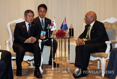 Defense ministers of S. Korea, New Zealand hold talks in Bangkok