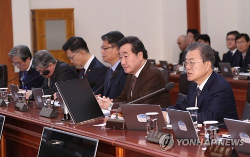 (2nd LD) Moon urges legal support for government's fight against fine dust