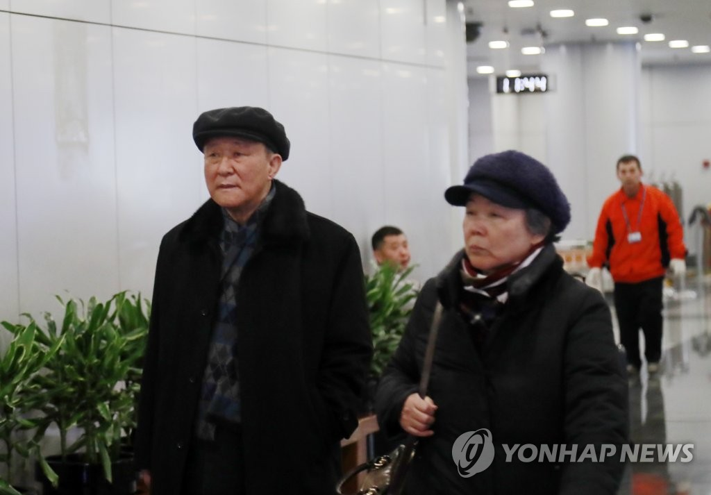 North Korea's top envoy to China Ji Jae-ryong (L) arrives at the Beijing international airport on Jan. 18, 2020, to head to Pyongyang. (Yonhap)