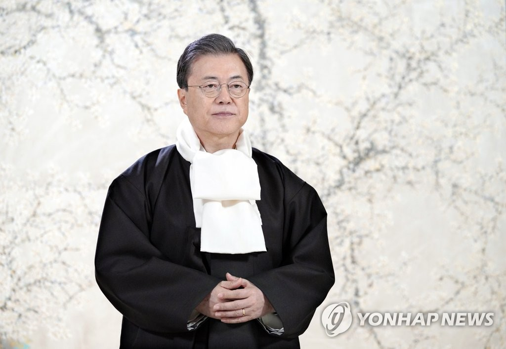 President Moon Jae-in, clad in traditional Korean clothing, sends his Lunar New Year greetings to South Korean people in a video message in this photo released by Cheong Wa Dae. (PHOTO NOT FOR SALE) (Yonhap)