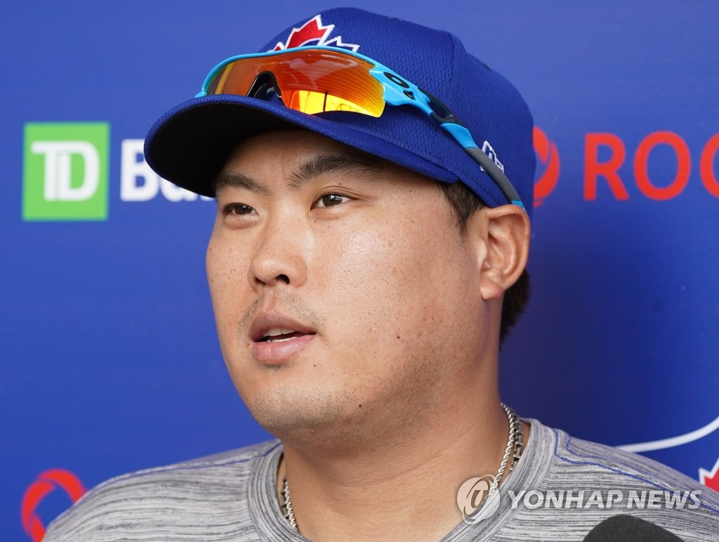 Ryu Hyun-jin of the Toronto Blue Jays speaks to reporters at TD Ballpark in Dunedin, Florida, on Feb. 16, 2020. (Yonhap)