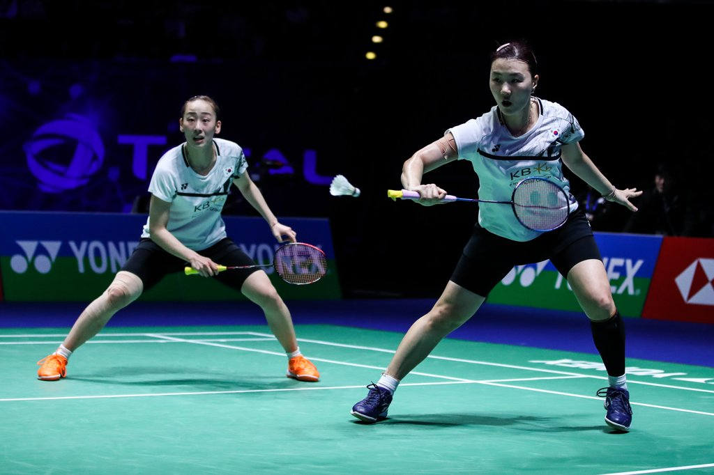This photo provided by the Badminton Korea Association on March 19, 2020, shows the women's doubles team of Lee So-hee (L) and Shin Seung-chan in action during the All England Open in Birmingham, England. (PHOTO NOT FOR SALE) (Yonhap)