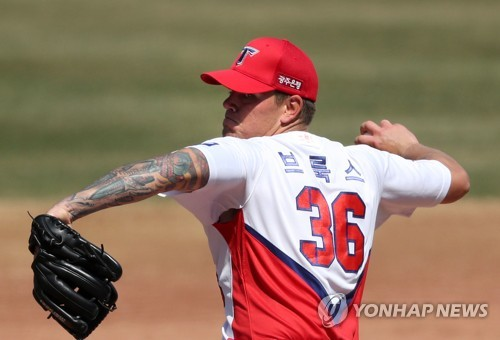 (Yonhap Interview) Ex-MLB pitcher Aaron Brooks wants to stick to strengths in 1st KBO season