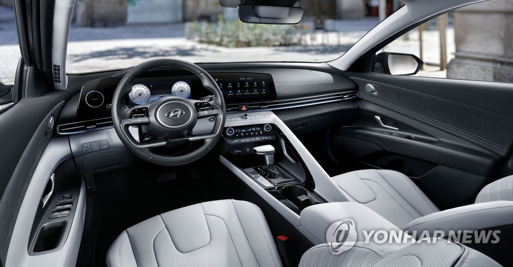 This file photo provided by Hyundai Motor shows the interior of the new Avante compact. (PHOTO NOT FOR SALE) (Yonhap)