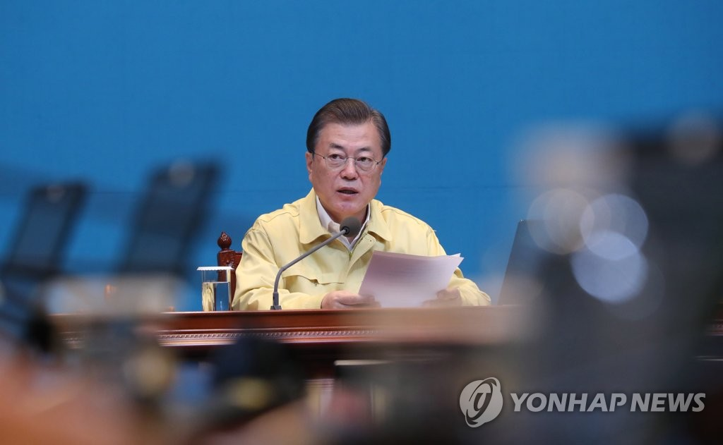 Moon visits industrial complex in virus-hit province, encourages workers
