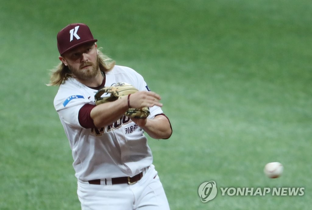 In this file photo from April 29, 2020, Kiwoom Heroes' second baseman Taylor Motter makes a throw to first base during a Korea Baseball Organization preseason game against the Doosan Bears at Gocheok Sky Dome in Seoul. (Yonhap)
