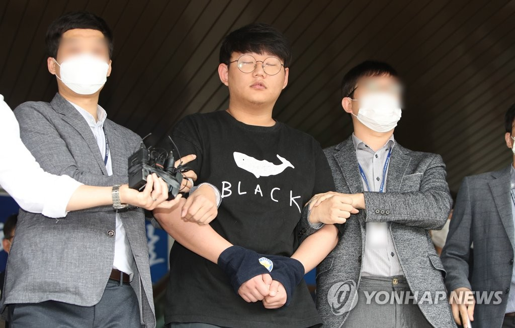 This May 18, 2020, file photo shows Moon Hyung-wook (C), a key member of a high-profile digital sexual exploitation ring, appearing before the press at the Andong Police Station in Andong, 270 kilometers southeast of Seoul. (Yonhap)