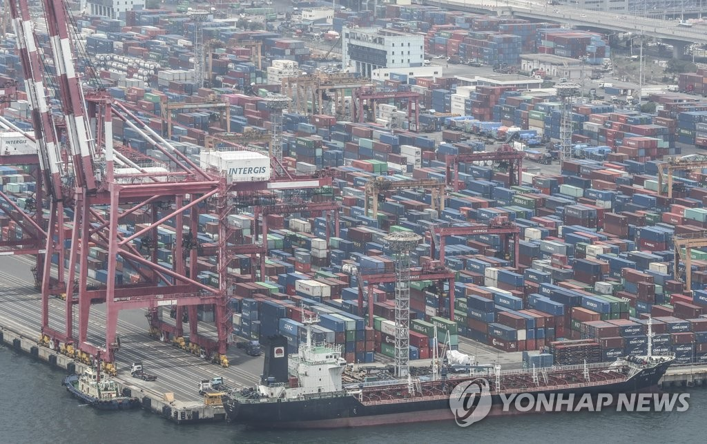 This file photo, taken on June 1, 2020, shows stacks of import-export cargo containers at South Korea's largest seaport in Busan, 450 kilometers southeast of Seoul. (Yonhap)