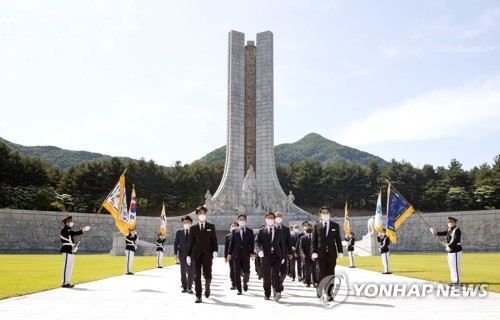 Science ministry official at national cemetery