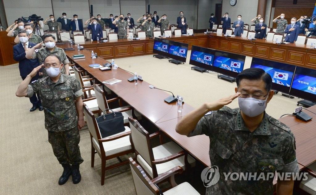 Top commanders salute the national flag during a meeting presided over by Defense Minister Jeong Kyeong-doo in Seoul on June 10, 2020, in this pool photo. (Yonhap)