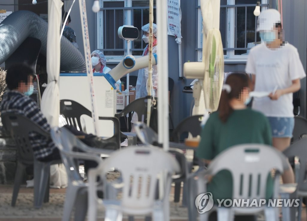 Visitors wait to be tested for the new coronavirus at a makeshift clinic located in western Seoul on June 11, 2020. (Yonhap)