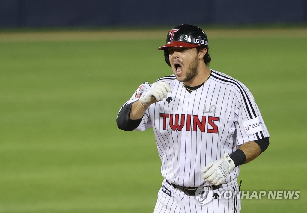 Roberto Ramos of the LG Twins celebrates his two-run double against the SK Wyverns in the second game of their Korea Baseball Organization regular season double header at Jamsil Baseball Stadium in Seoul on June 11, 2020. (Yonhap)