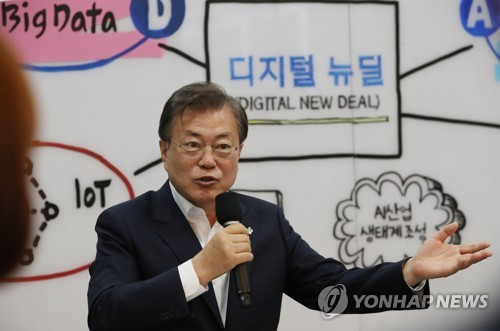 (LEAD) Moon says Digital New Deal is key to S. Korea's 'pacesetting' economy vision