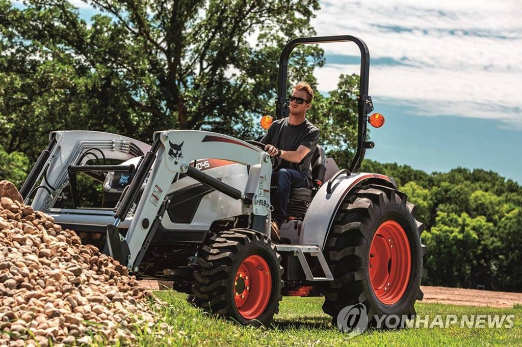 This photo, provided by Doosan Bobcat Inc. on June 18, 2020, shows the South Korean manufacturer of farm and construction equipment's compact tractor model CT4045. (PHOTO NOT FOR SALE) (Yonhap)