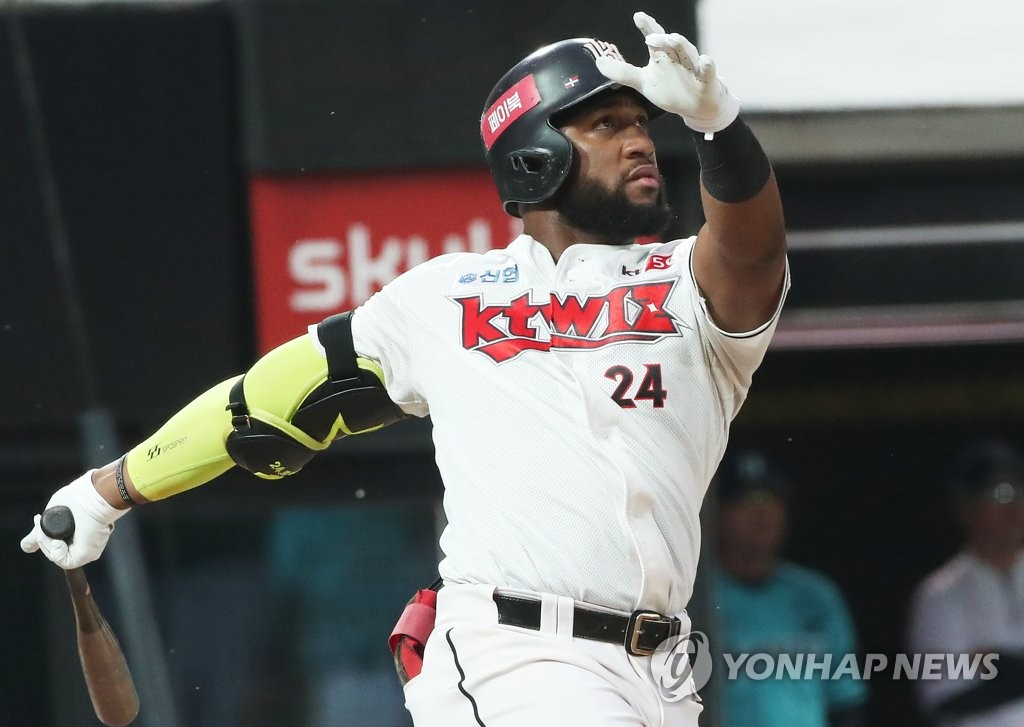 In this file photo from June 23, 2020, Mel Rojas Jr. of the KT Wiz watches his solo home run against the NC Dinos in a Korea Baseball Organization regular season game at KT Wiz Park in Suwon, 45 kilometers south of Seoul. (Yonhap)