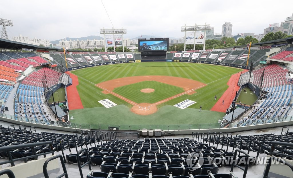 This file photo from June 25, 2020, shows an empty Jamsil Baseball Stadium in Seoul, before a Korea Baseball Organization regular season game between the Kiwoom Heroes and the LG Twins. (Yonhap)