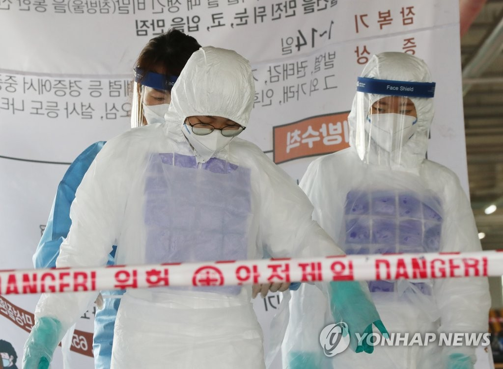 Medical workers wear chilled vests to fight the summer heat at a makeshift clinic in Gwangju, 330 kilometers south of Seoul, on July 8, 2020. (Yonhap)