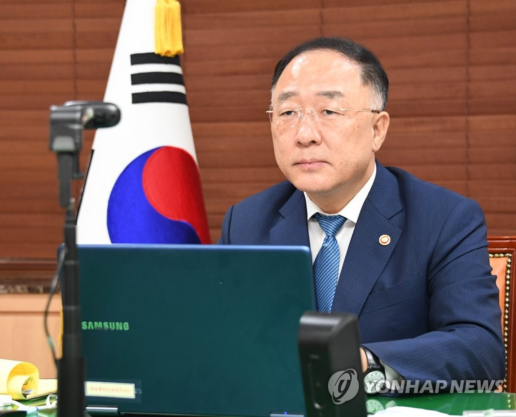 Finance Minister Hong Nam-ki speaks at an online meeting with finance ministers from Group of 20 countries and Paris Club creditor nations on July 8, 2020, in this photo provided by the ministry. (PHOTO NOT FOR SALE) (Yonhap)