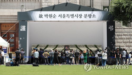 People mourn death of Seoul Mayor Park Won-soon