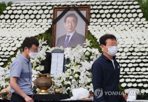 Police ordered by court to halt forensic analysis of late Seoul mayor's phone