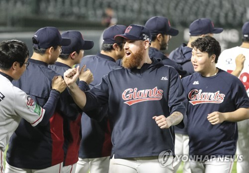Lotte winning pitcher, teammates celebrate win