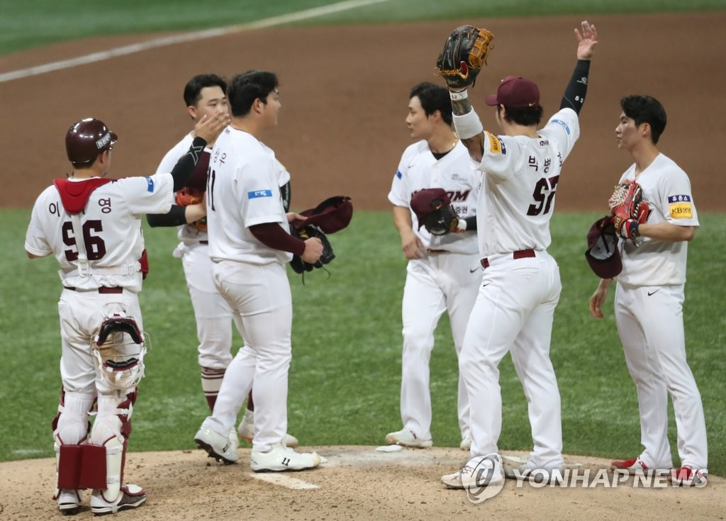 Members of the Kiwoom Heroes celebrate their 5-1 victory over the NC Dinos in a Korea Baseball Organization regular season game at Gocheok Sky Dome in Seoul on July 14, 2020. (Yonhap)