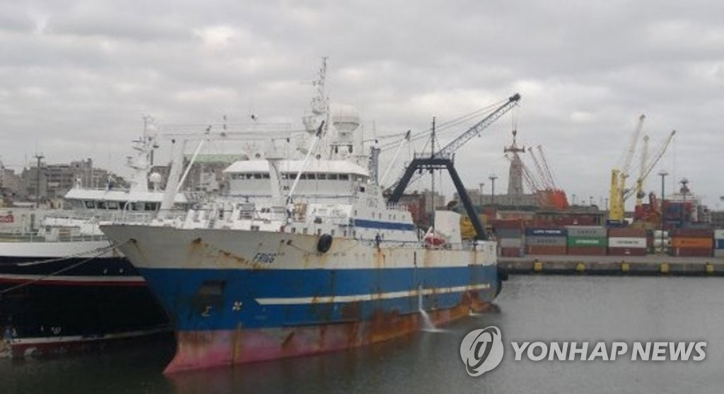A Russia-flagged ship which reported 32 virus cases is docked at a port in South Korea's southern city of Busan on July 23, 2020, in this contributed photo. (PHOTO NOT FOR SALE) (Yonhap)