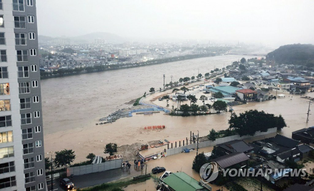 A village in Namwon, South Jella Province, is flooded due to overflow from a stream on Aug. 8, 2020 in this photo provided by a local resident. (PHOTO NOT FOR SALE) (Yonhap)