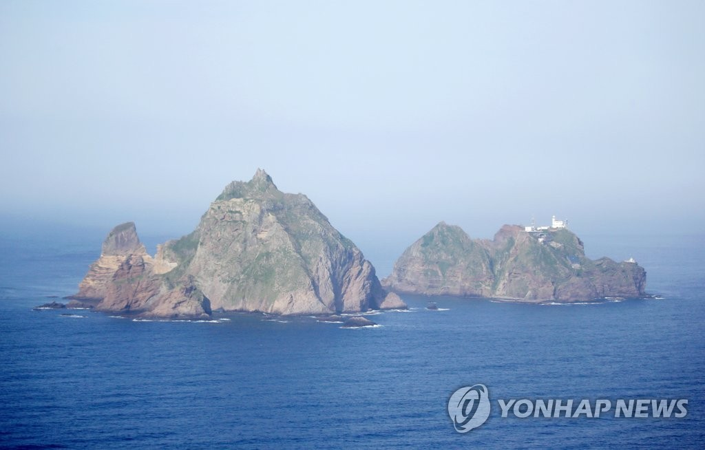 This aerial photo, taken from the Challenger patrol plane of the Korean Coast Guard on Aug. 12, 2020, shows South Korea's easternmost islets of Dokdo consisting of two small islets -- the West Islet (L) and the East Islet (R) -- 87.4 kilometers southeast of Ulleung Island, South Korea's North Gyeongsang Province, in the East Sea. (Yonhap)