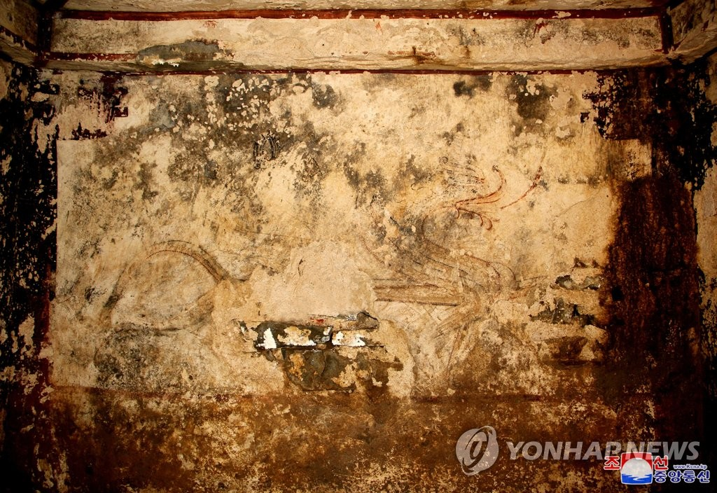 This photo, released by North Korean state media on Sept. 3, 2020, shows a mural painting on an ancient tomb from the Koguryo Kingdom (37B.C.-A.D.668), discovered in a county in South Hwanghae Province. [For Use Only in the Republic of Korea. No Redistribution] (Yonhap)