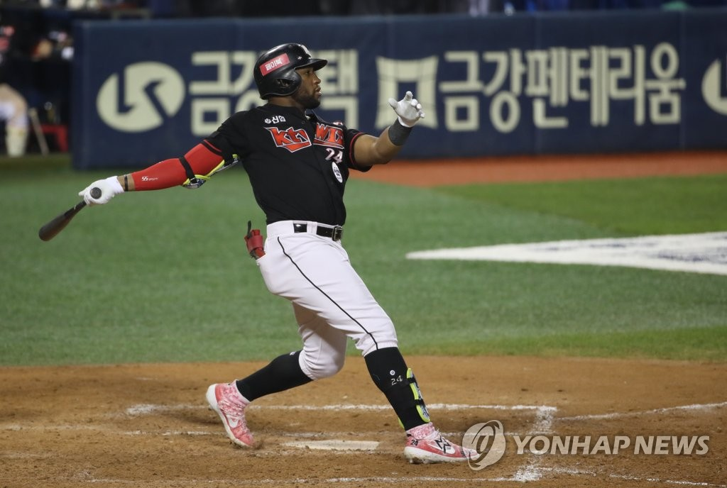 In this file photo from Sept. 9, 2020, Mel Rojas Jr. of the KT Wiz watches his two-run home run against the Doosan Bears in the top of the 11th inning of a Korea Baseball Organization regular season game at Jamsil Baseball Stadium in Seoul. (Yonhap)