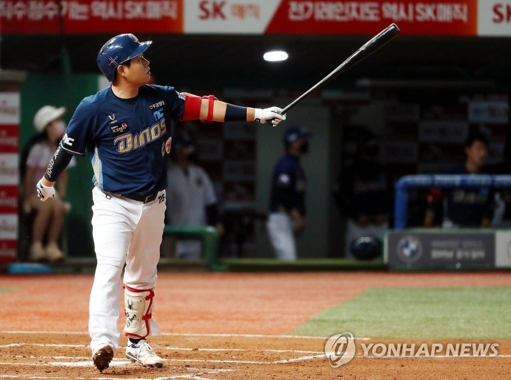 In this file photo from Sept. 18, 2020, Yang Eui-ji of the NC Dinos watches his grand slam against the SK Wyverns in the top of the second inning of a Korea Baseball Organization regular season game at SK Happy Dream Park in Incheon, 40 kilometers west of Seoul. (Yonhap)
