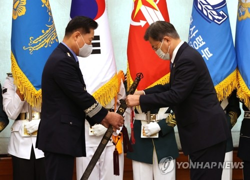 Moon attends ceremony for new JCS chairman