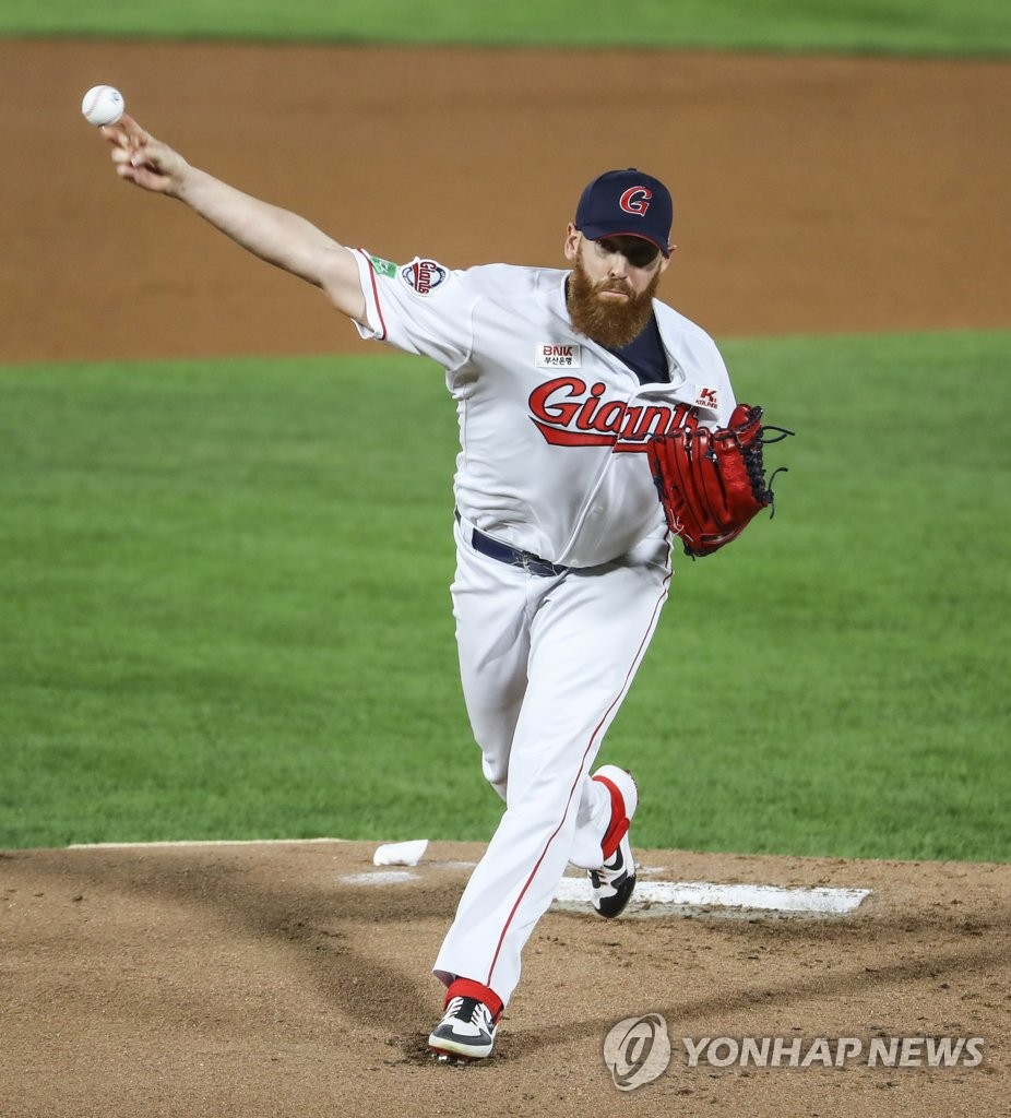 This file photo from Oct. 7, 2020, shows Dan Straily of the Lotte Giants pitching against the KT Wiz in the top of the first inning of a Korea Baseball Organization regular season game at Sajik Stadium in Busan, 450 kilometers southeast of Seoul. (Yonhap)