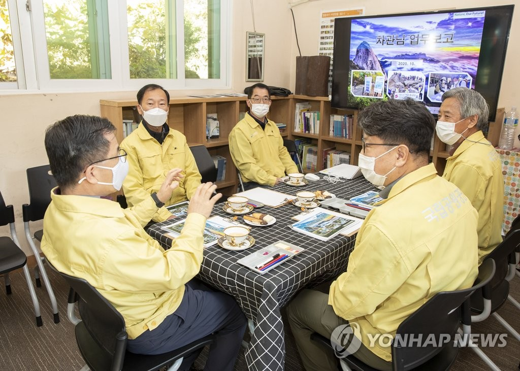 Officials discuss social distancing in mountains