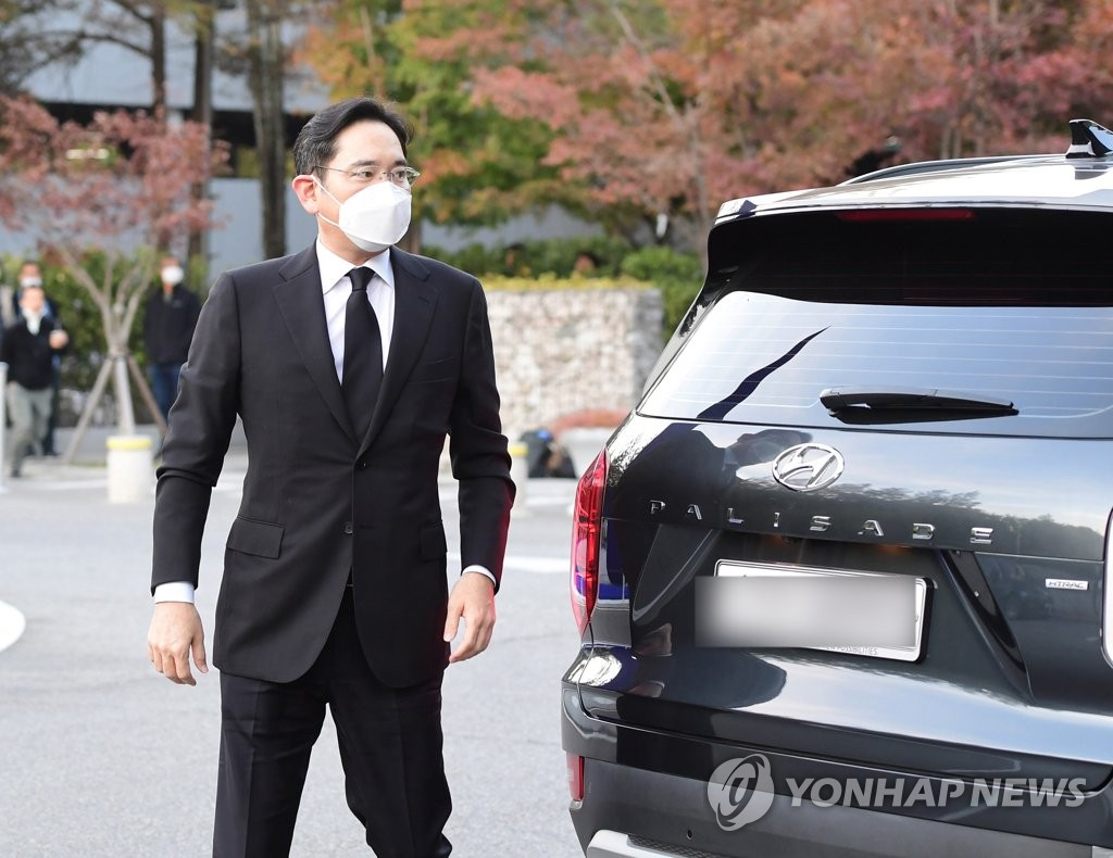 Samsung Electronics Vice Chairman Lee Jae-yong arrives at Samsung Medical Center in southern Seoul on Oct. 25, 2020, where the memorial altar for his late father Lee Kun-hee was set up. (Yonhap)