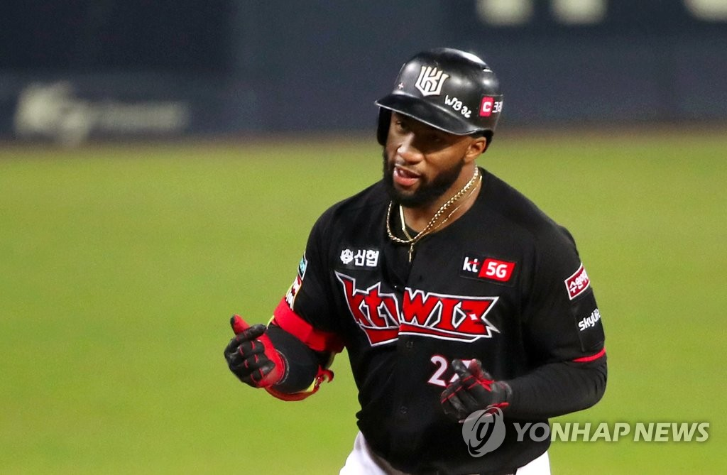 In this file photo from Oct. 27, 2020, Mel Rojas Jr. of the KT Wiz celebrates his two-run home run against the Kia Tigers during the top of the first inning of a Korea Baseball Organization regular season game at Gwangju-Kia Champions Field in Gwangju, 330 kilometers south of Seoul. (Yonhap)