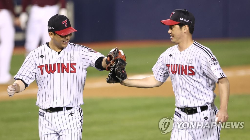 Jin Hae-soo of the LG Twins (R) celebrates with teammate Kim Min-sung after completing the top of the 10th inning of a Korea Baseball Organization Wild Card game against the Kiwoom Heroes at Jamsil Baseball Stadium in Seoul on Nov. 2, 2020. (Yonhap)