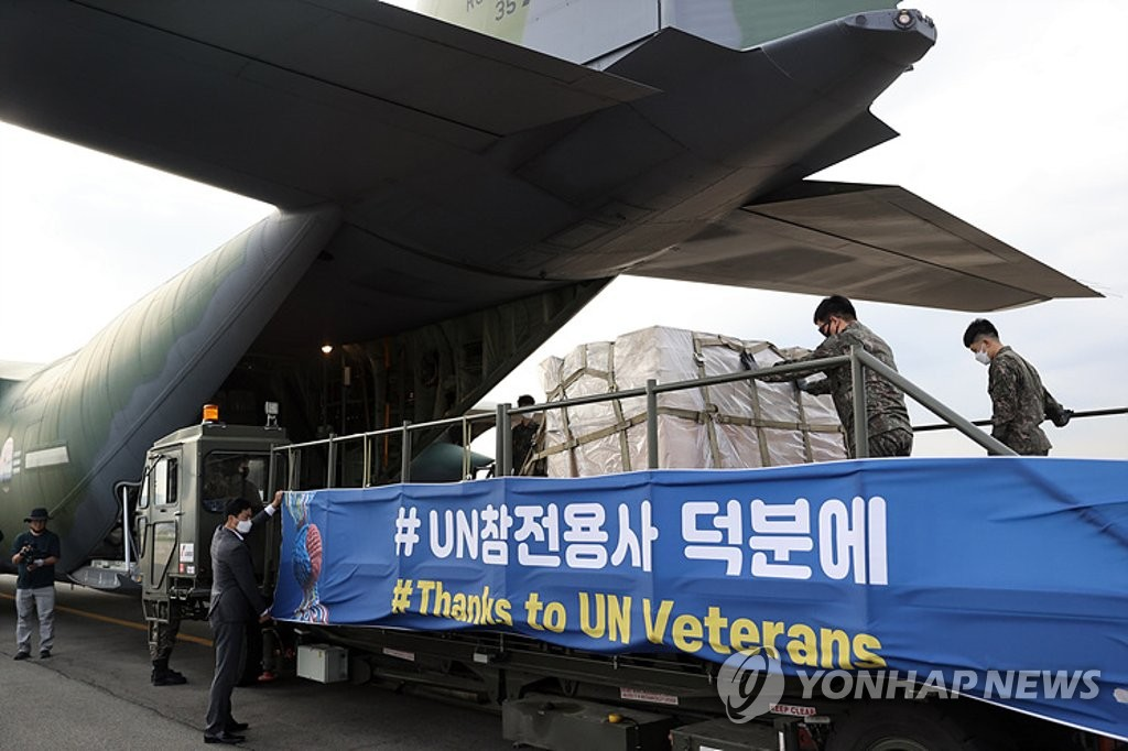In this file photo, taken May 8, 2020, and provided by the veterans affairs ministry, service members load face masks on an aircraft at Gimhae airport in the southeastern city of Busan to send them to foreign veterans who fought during the 1950-53 Korean War. (PHOTO NOT FOR SALE) (Yonhap)
