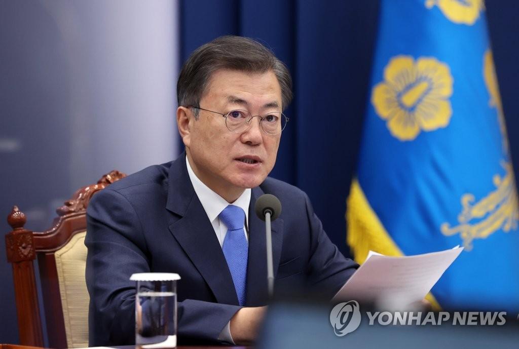 President Moon Jae-in speaks during a meeting with his senior secretaries at Cheong Wa Dae in Seoul on Feb. 15, 2021. (Yonhap)