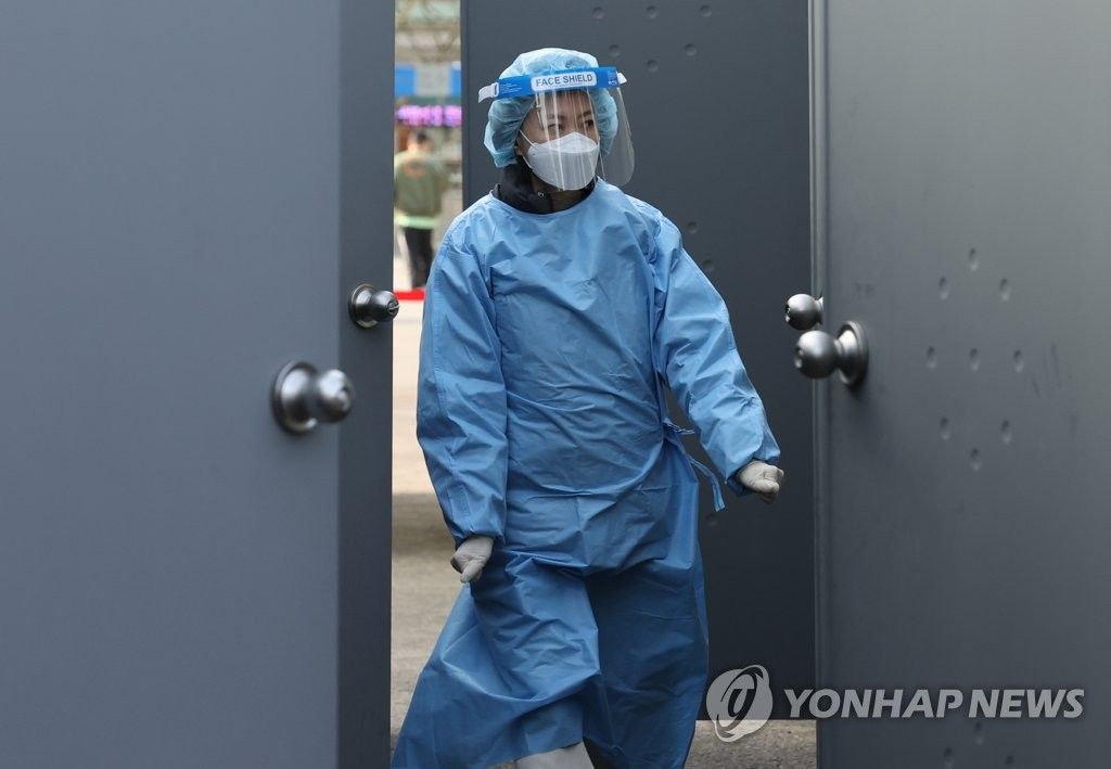 This photo taken on March 7, 2021, shows a medical worker walking out of a coronavirus testing center at Seoul Station in central Seoul. (Yonhap)