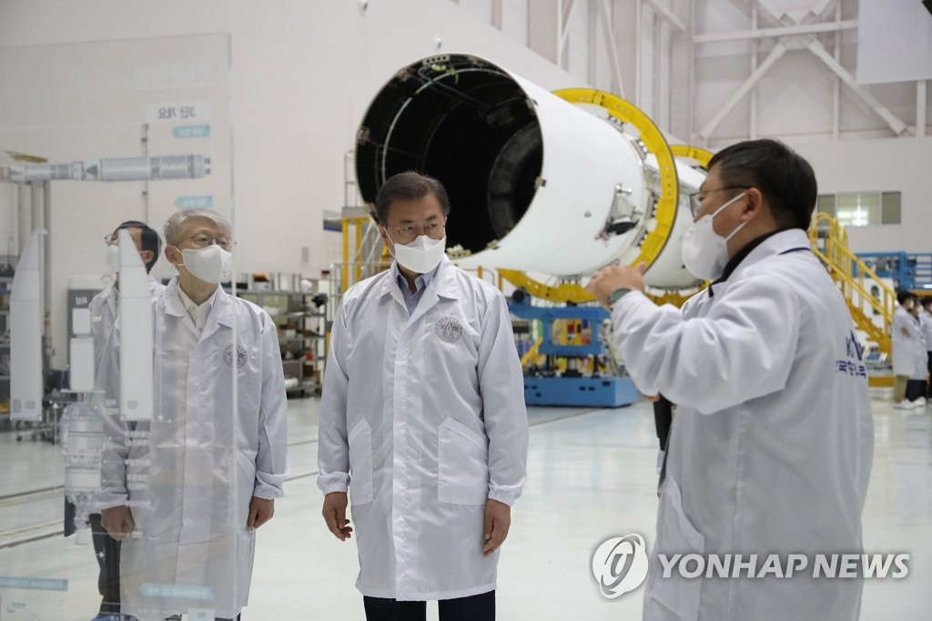 President Moon Jae-in (C) receives a briefing on South Korea's Nuri space rocket under development during a visit to the Naro Space Center in Goheung, South Jeolla Province, 473 kilometers south of Seoul, on March 25, 2021. (Yonhap)
