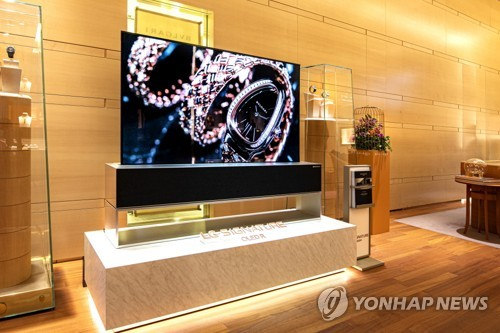 LG OLED R at BVLGARI shop