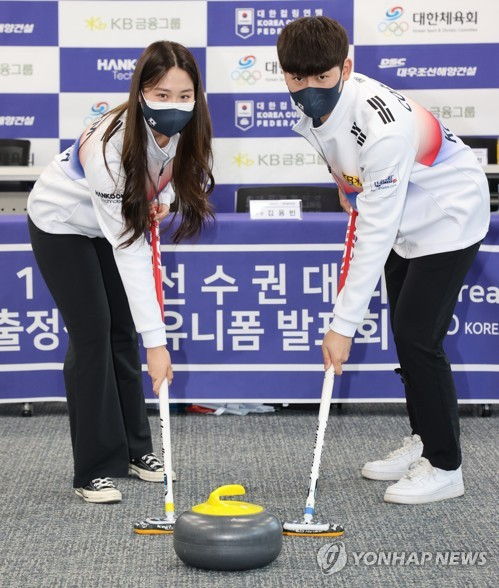 S. Korean mixed doubles curling team