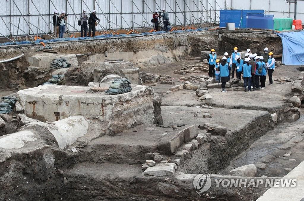광화문 광장 발굴 조사로 드러난 매장문화재